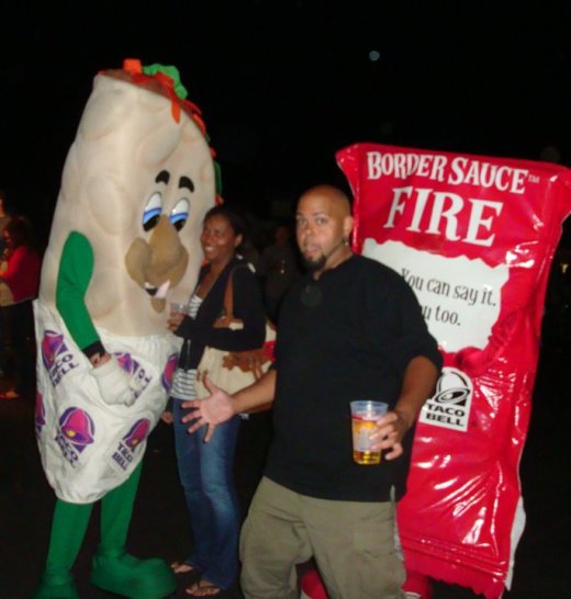Photobomb a girl getting her picture with a taco & packet of hot sauce?...Don't mind if I do!!!